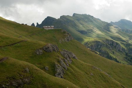 The approach to the Rifugio de Pan